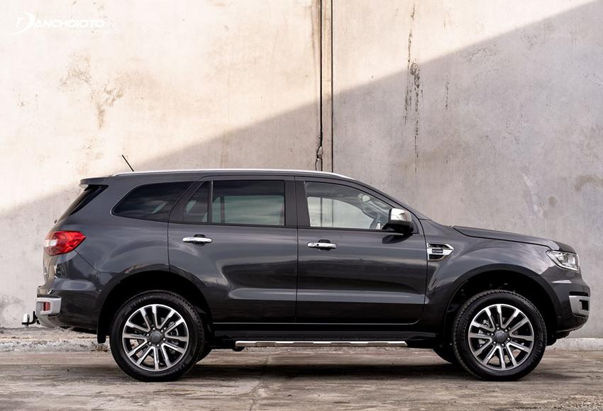 Thân xe Ford Everest 2020 đồ sộ với gầm cao, phong thái bệ vệ đậm chất SUV