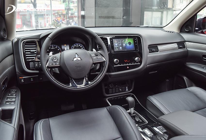 Bảng taplo Mitsubishi Outlander 2020 vẫn sử dụng kiểu dáng trước đây