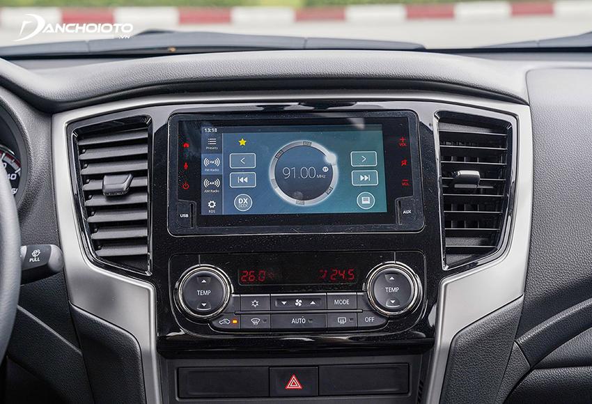 Chỉ có Mitsubishi Triton Premium 2020 được trang bị màn hình cảm ứng trung tâm 6.75 inch