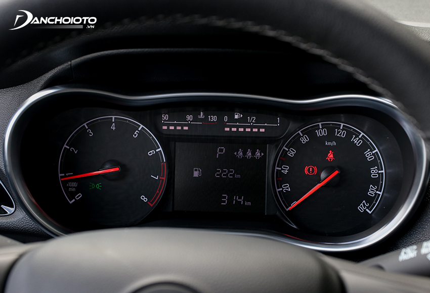 Cụm đồng hồ VinFast Fadil 2020 được trang bị màn hình hiển thị đa thông tin ở giữa