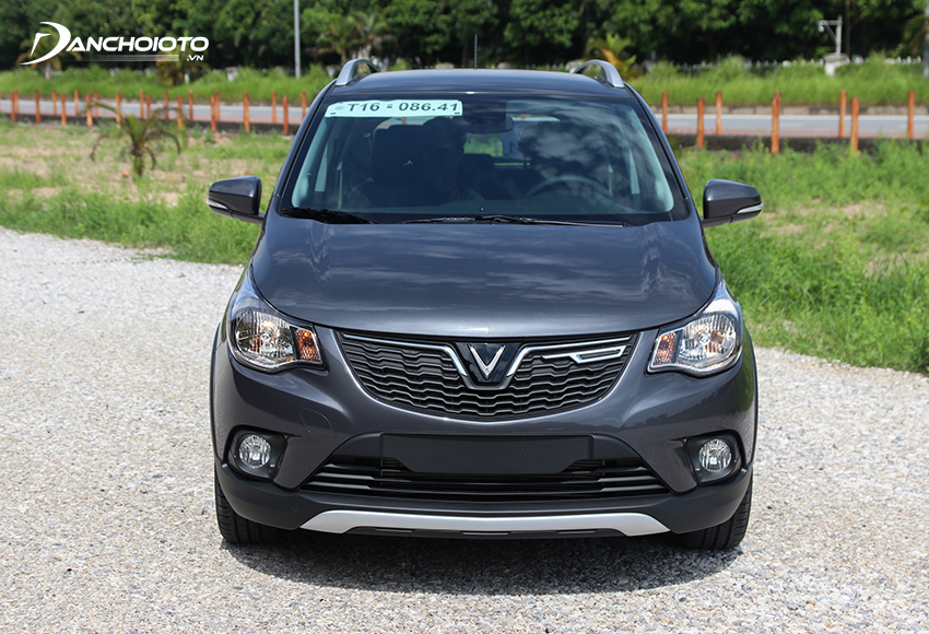 Đầu xe VinFast Fadil 2020 nổi bật với lưới tản nhiệt đen hoạ tiết gợn sóng