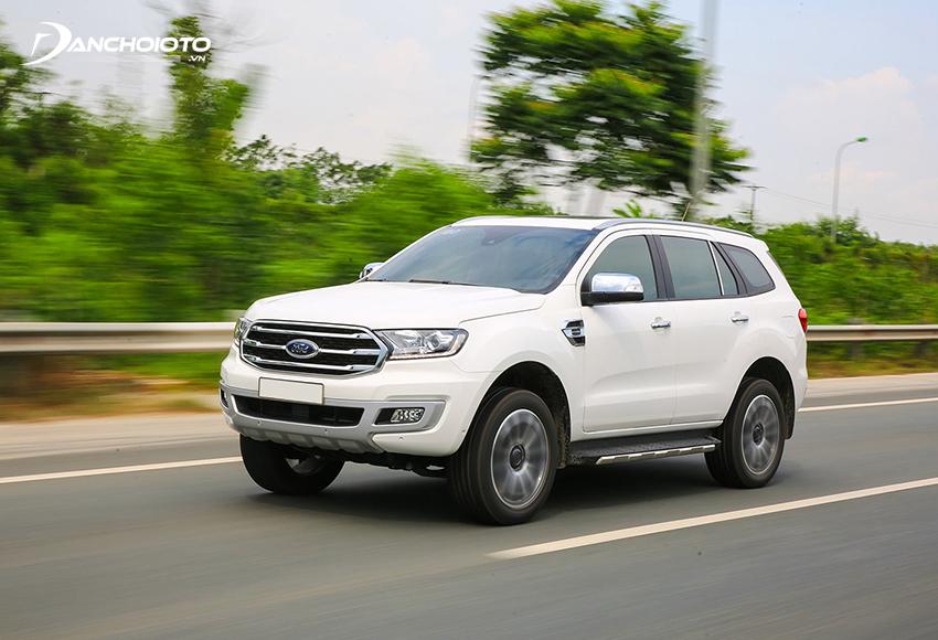 Ford Everest được đánh giá cao về động cơ, trang bị, hệ thống hỗ trợ lái hiện đại
