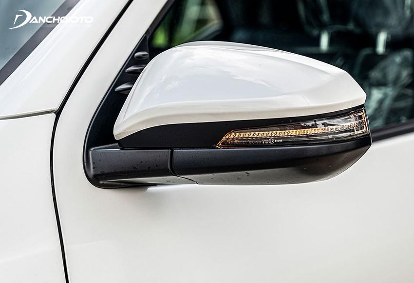 Gương chiếu hậu Toyota Fortuner 2020 tích hợp đầy đủ chức năng