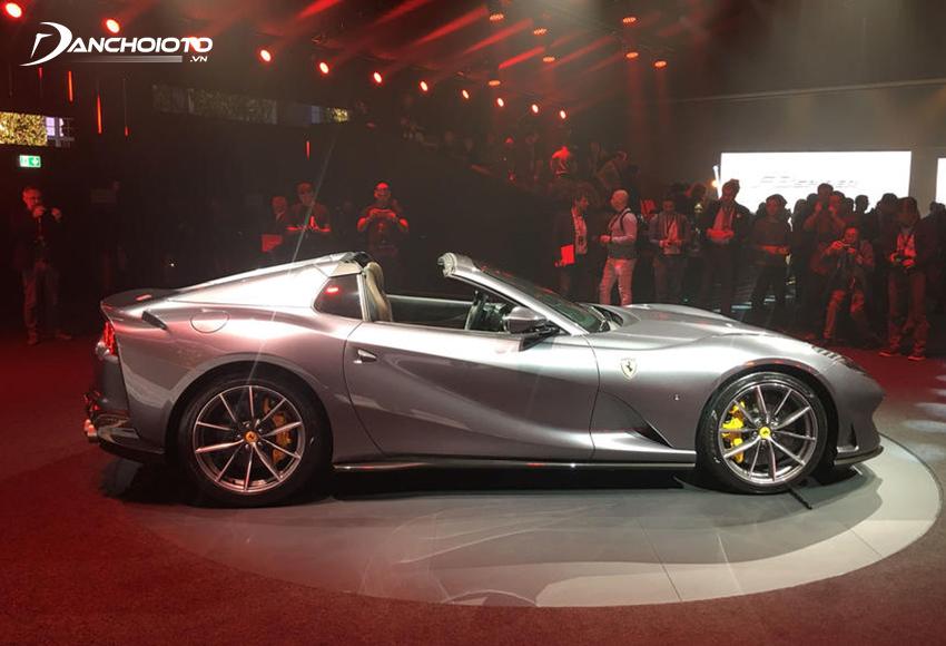Hệ thống mui cứng Ferrari 812 GTS thiết kế chỉnh điện, có thể đóng mở trong vòng 14 giây