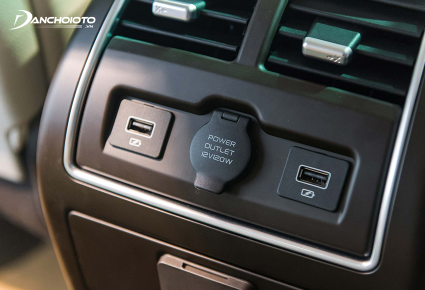 Hơi đáng tiếc khi Lux A2.0 không được trang bị bộ điều khiển điều hoà riêng cho hàng ghế sau