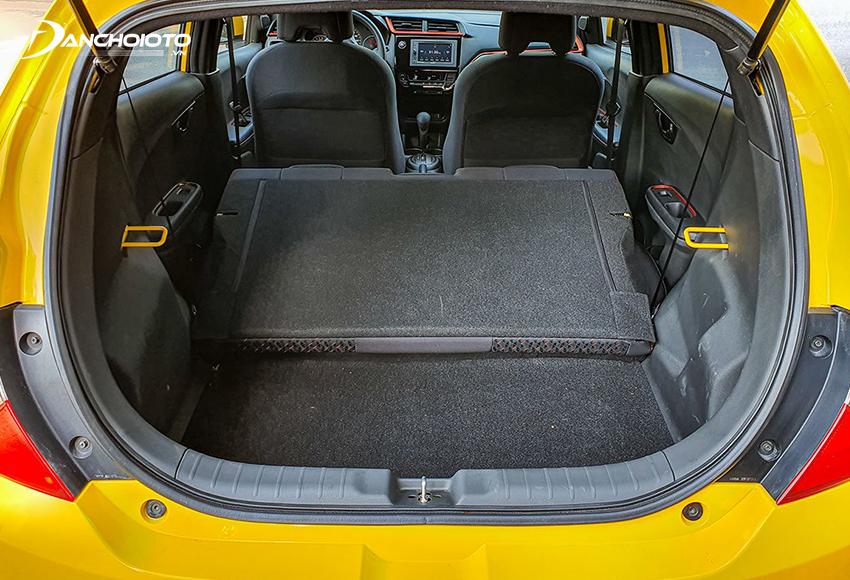 Khoang hành lý Honda Brio 2020 dung tích 258 lít, có thể gập cả băng ghế sau để tăng diện tích