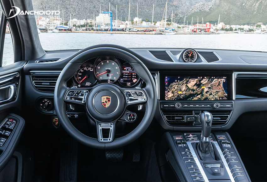 Khoang lái Porsche Macan thiết kế theo phong cách xe thể thao rõ nét