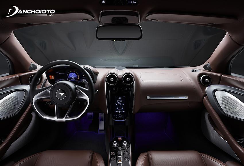 Khoang nội thất McLaren GT mang đến cảm giác nhẹ nhàng, sang trọng