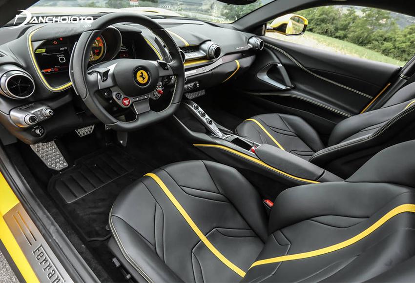 Không gian nội thất Ferrari 812 Superfast cũng có sự cải biến so với F12 Berlinetta