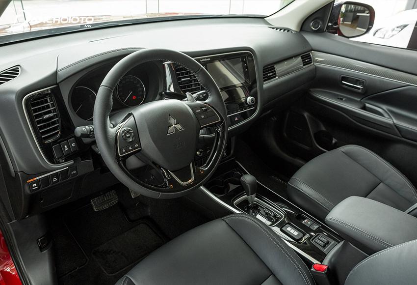 """Khu vực lái xe Mitsubishi Outlander 2020 kế thừa gần như toàn bộ thiết kế của """"người tiền nhiệm"""""""