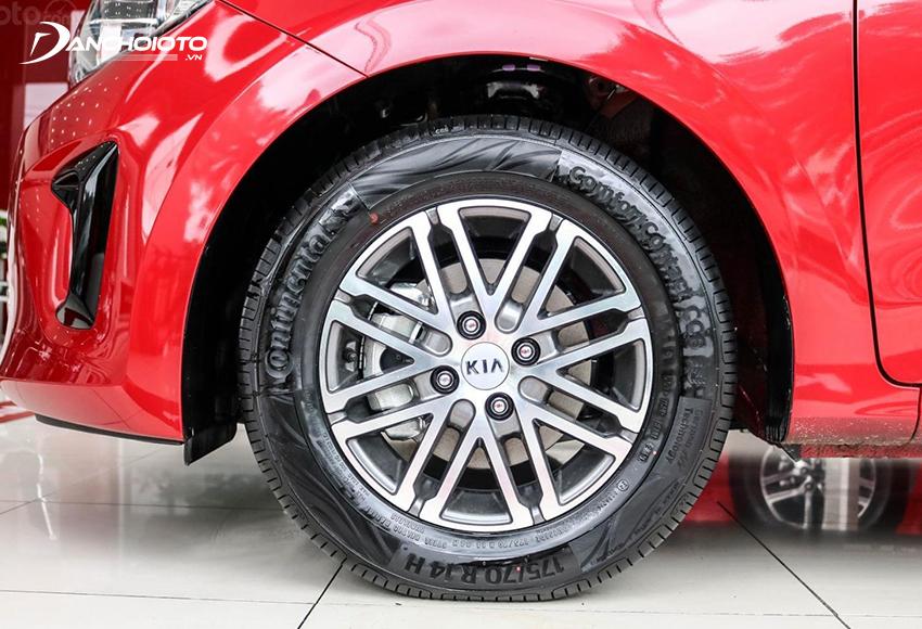 Kia Soluto 2020 chỉ dùng lazang 14 inch khiến phần thân Soluto trông nhỏ hơn, kém bắt mắt hơn