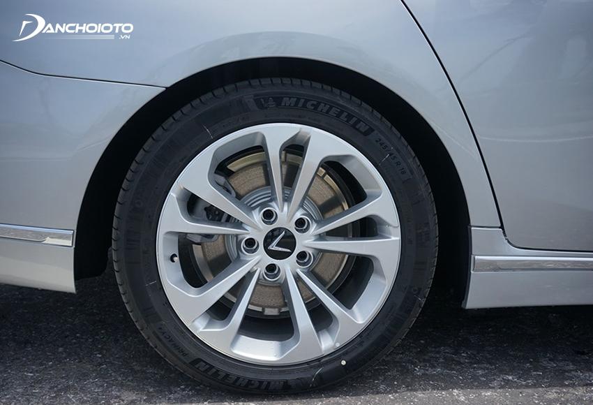 Lazang VinFast Lux A2.0 2020 tiêu chuẩn và nâng cao sử dụng loại 18 inch