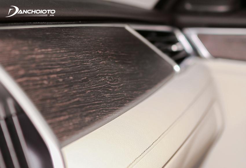 Lux A2.0 bản cao cấp có tuỳ chọn ốp gỗ sần sang trọng