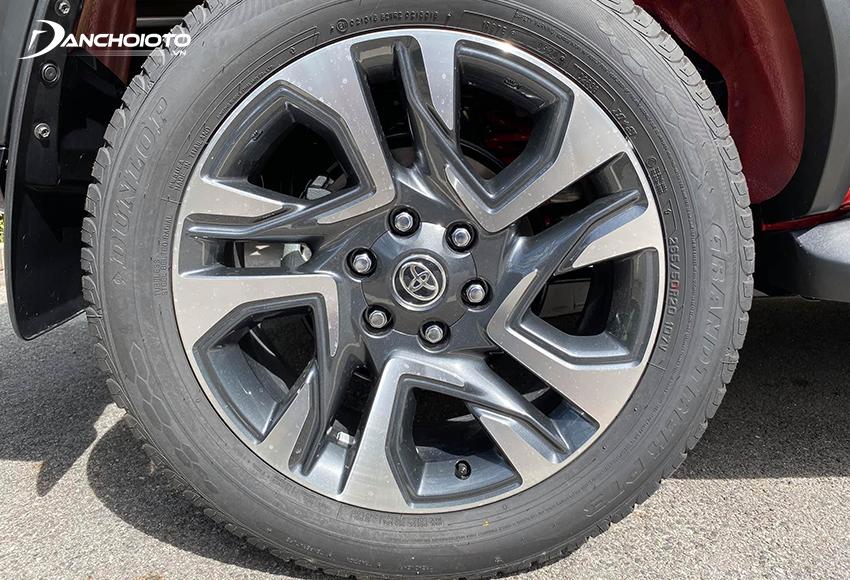 Mâm xe Toyota Fortuner 2020 bản Legender kích thước 18 inch 5 chấu xoáy