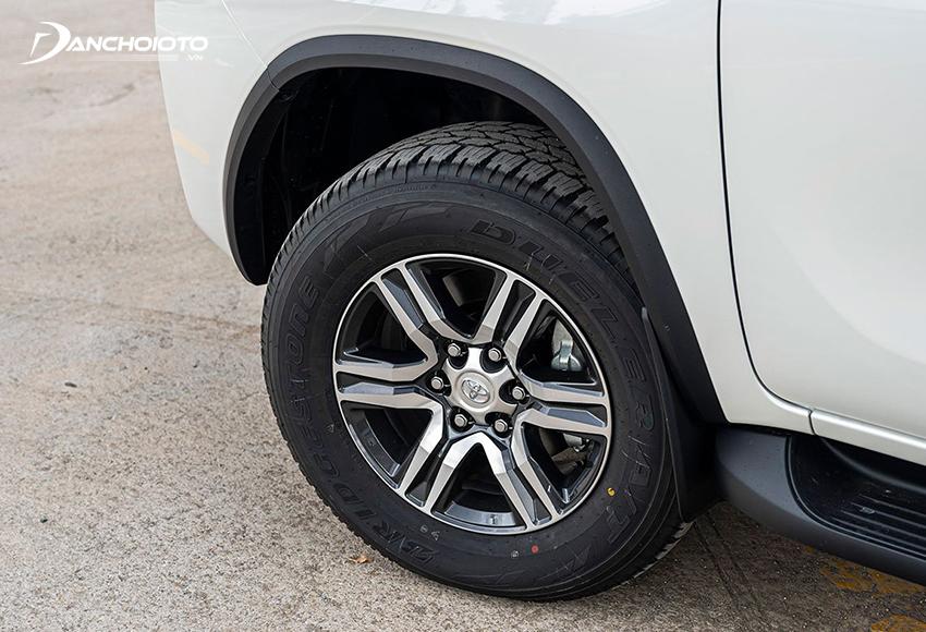 Mâm xe Toyota Fortuner 2020 các bản 2.4L tiêu chuẩn kích thước 17 inch 6 chấu