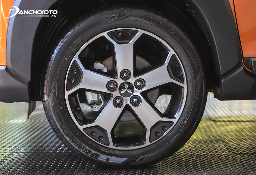 Mâm xe Xpander Cross 2020 16 inch còn Xpander chỉ 15 inch khiến khoảng sáng gầm xe Xpander Cross cao hơn 5 mm