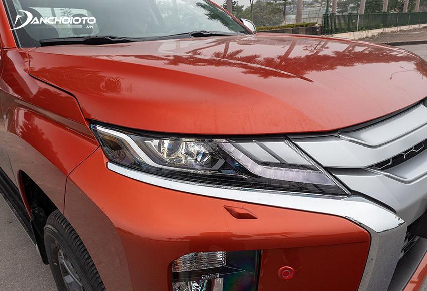 Mitsubishi Triton Premium 2020 được trang bị đèn pha Bi-LED cùng dải LED ban ngày sắc sảo