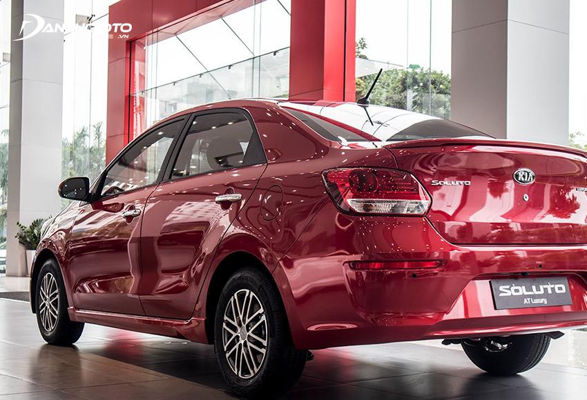Phần đuôi Kia Soluto 2020 hơi điệu đà