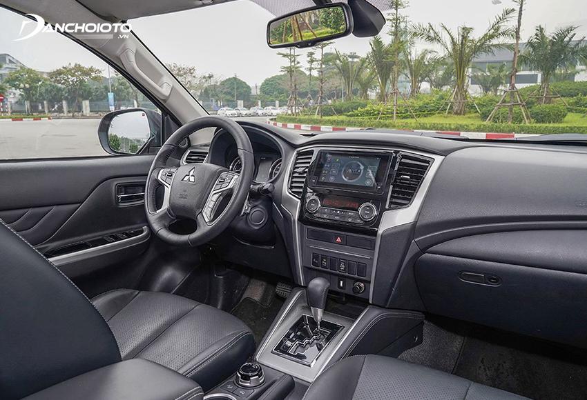 """Thiết kế taplo Mitsubishi Triton 2020 vẫn theo phong cách thực dụng, hơi thô và """"lạc hậu"""""""