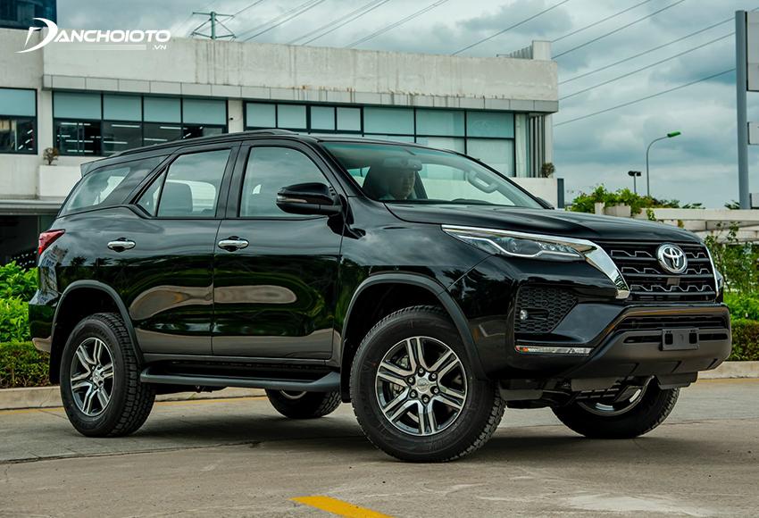 Toyota Fortuner 2.4L máy dầu phù hợp với người mua xe chạy dịch vụ hay xe gia đình không yêu cầu cao về trải nghiệm
