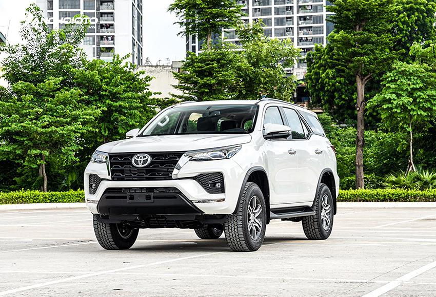 Toyota Fortuner 2020 có sự tinh chỉnh thiết kế hiện đại, mạnh mẽ hơn