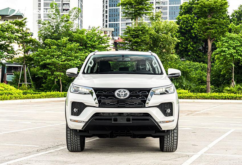 Toyota Fortuner 2020 tiêu chuẩn có lưới tản nhiệt mở rộng hơn trước