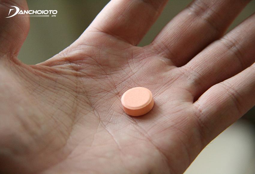 Uống thuốc say xe là một cách không bị say xe hữu hiệu