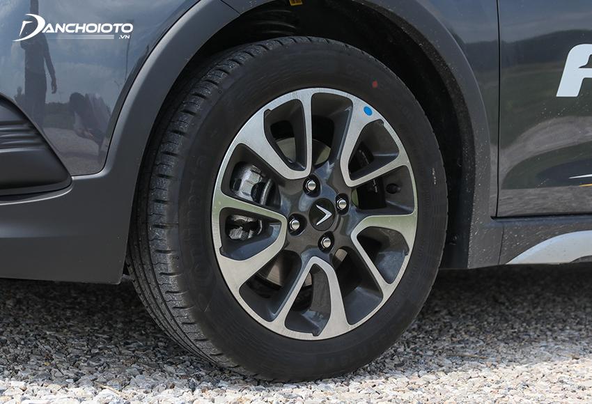 VinFast Fadil 2020 sử dụng lazang hợp kim 15 inch đi cùng bộ lốp 185/55R15