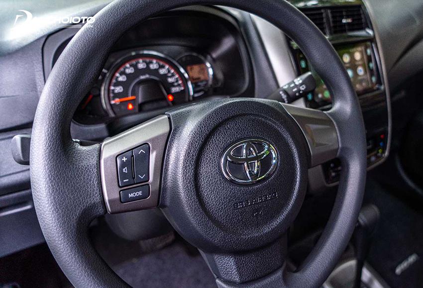 Vô lăng Toyota Wigo được giữ nguyên, chỉ có nút điều chỉnh âm thanh