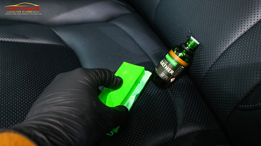 Các gói vệ sinh nội thất ô tô cao cấp sẽ có thêm bước bảo dưỡng các bề mặt