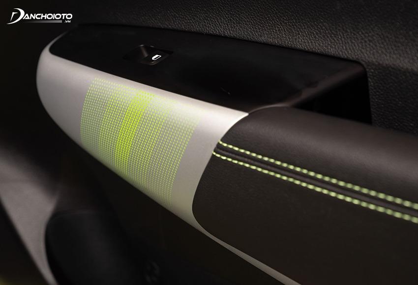 Cửa Kia Morning X-Line được trang trí ốp mạ bạc phối màu