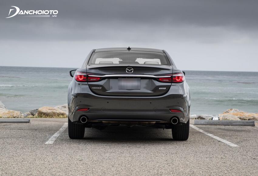 Đuôi xe Mazda 6 2020 cũng giữ những đường nét chung như trước