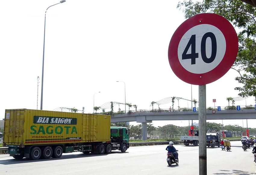 Lỗi chạy quá tốc độ quy định trên 35 km/h bị phạt từ 10.000.000 – 12.000.000 đồng
