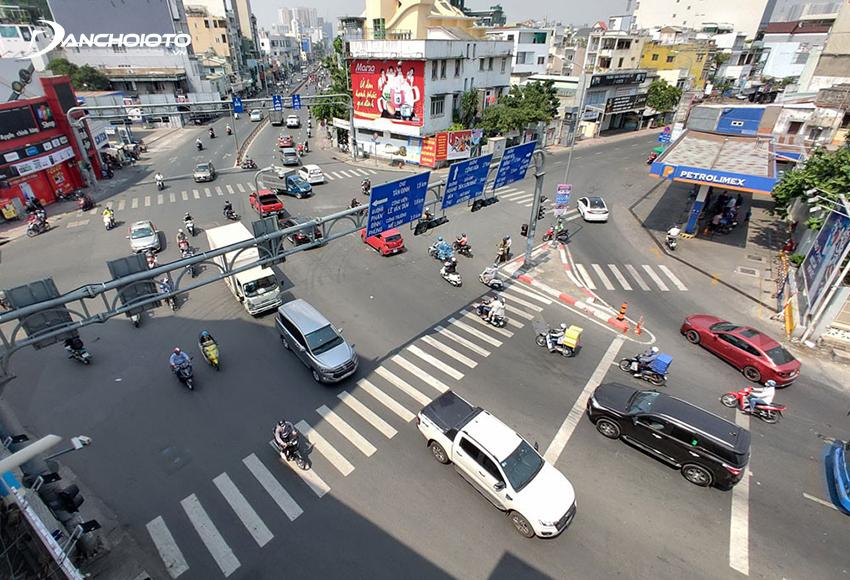 Lỗi ô tô chuyển hướng không tín hiệu báo hướng rẽ bị phạt từ 800.000 đến 1.000.000 đồng