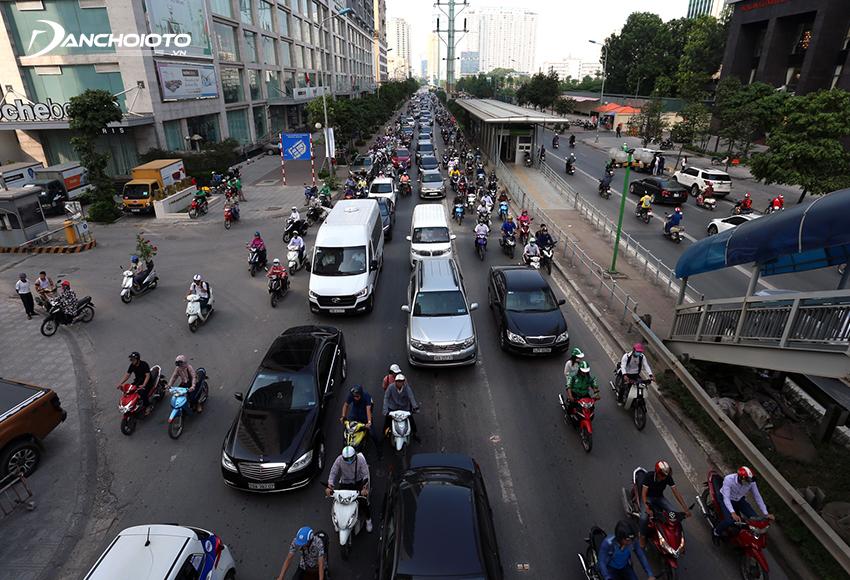 Lỗi ô tô đi sai làn đường, phần đường quy định bị phạt từ 3.000.000 – 5.000.000 đồng