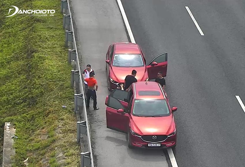Lỗi ô tô dừng, đỗ trên đường cao tốc không đúng nơi quy định bị phạt từ 6.000.000 – 8.000.000 đồng
