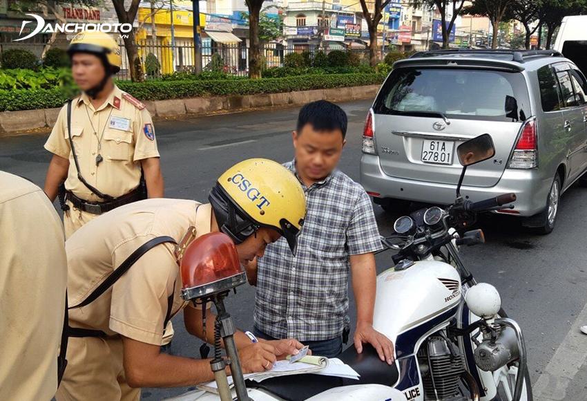 Lỗi ô tô không có giấy phép lái xe bị phạt từ 4.000.000 – 6.000.000 đồng