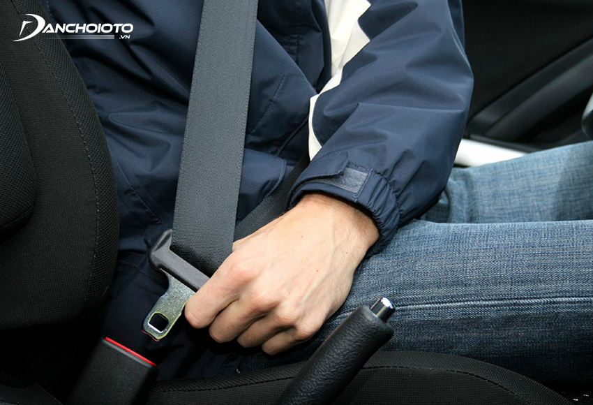 Lỗi ô tô không thắt dây an toàn bị phạt từ 800.000 – 1.000.000 đồng