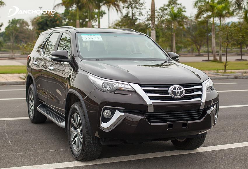 Ngoại thất Toyota Fortuner 2017 cũ