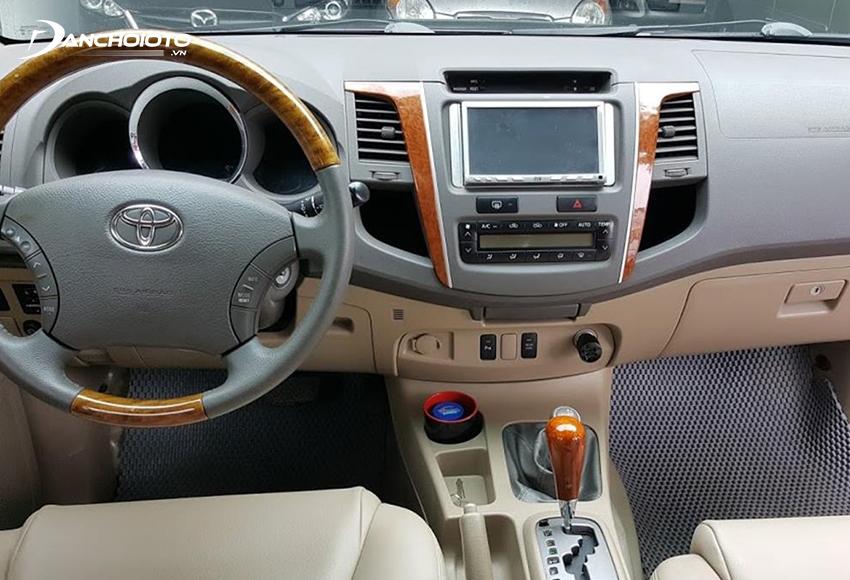 Nội thất Toyota Fortuner 2009 cũ