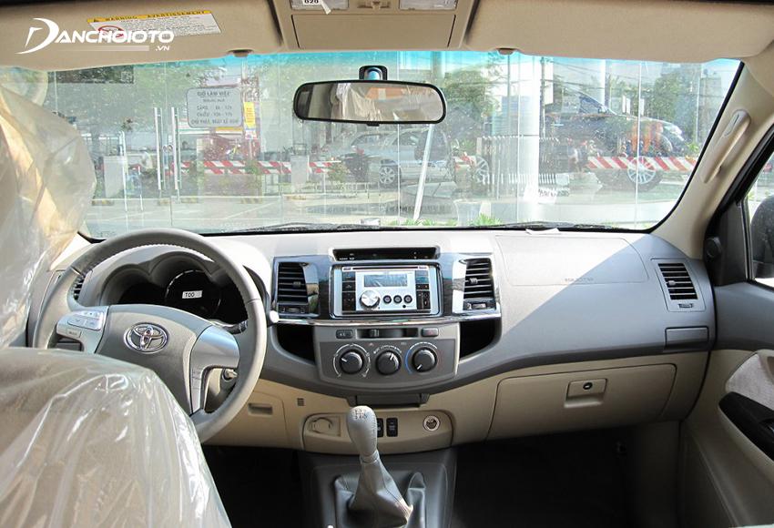 Nội thất Toyota Fortuner 2012 cũ