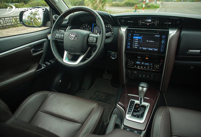 Nội thất Toyota Fortuner 2017 cũ