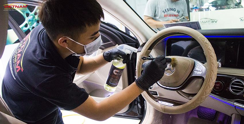 Sử dụng dịch vụ vệ sinh nội thất ô tô giúp xe được vệ sinh chuyên nghiệp, hiệu quả