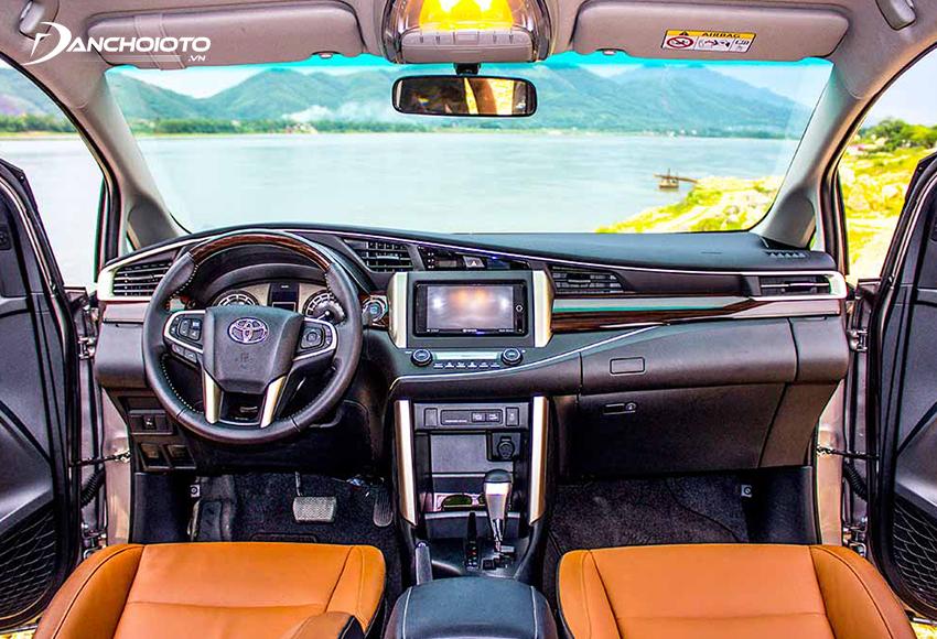 Nội thất Toyota Innova 2016 cũ