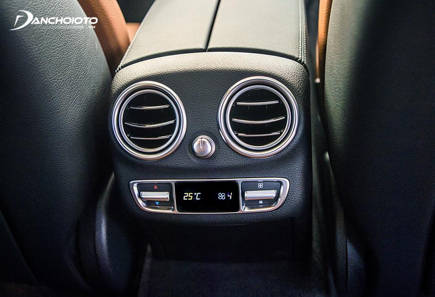 C300 AMG 2020 trang bị điều hoà 3 vùng THERMOTRONIC, cửa gió cho hàng ghế sau