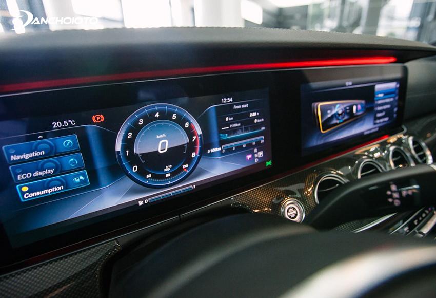 Cụm đồng hồ E300 AMG sử dụng toàn bộ màn hình cỡ lớn 12.3 inch
