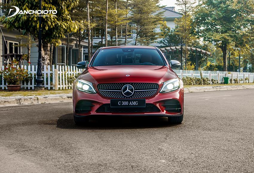 Đầu xe Mercedes C300 AMG 2020 ấn tượng mạnh với lưới tản nhiệt hoạ tiết kim cương