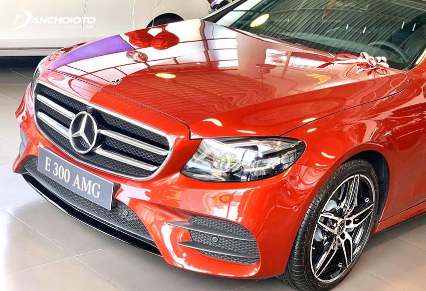 Đầu xe Mercedes E300 AMG 2020 cuốn hút mạnh mẽ với cụm đèn Multi-Beam LED sắc sảo