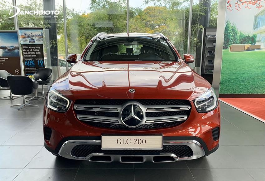 Đầu xe Mercedes GLC 200 2020 thu hút với lưới tản nhiệt mới sắc sảo hơn
