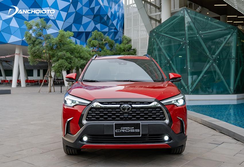 Đầu xe Toyota Corolla Cross 2020 thu hút với lưới tản nhiệt hình thang ngược cỡ lớn tạo hình 3D bắt mắt